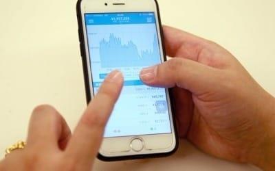 비트코인 광풍에 전자지갑 앱도 덩달아 인기… 다운로드 800%↑