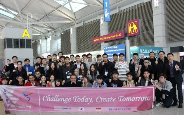 인천공항에서 현지 연수를 위해 인도네시아로 떠나는 글로벌 청년사업가들.