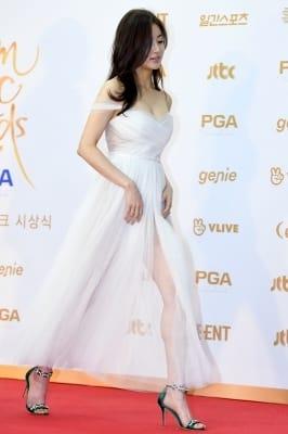 강소라, '각선미 과시하는 과감한 드레스~' (골든디스크)