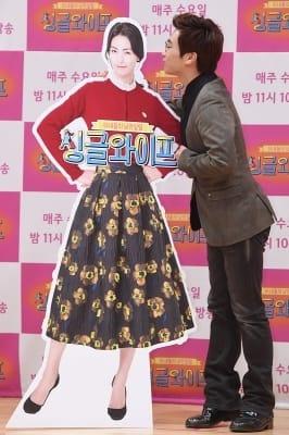 유은성, '아내 김정화 등신대에 입맞춤~'