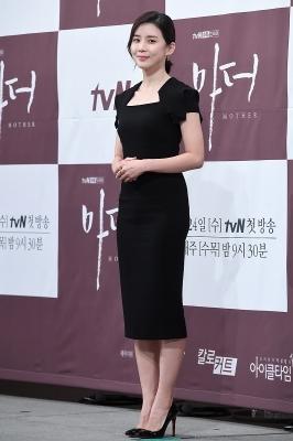 이보영, '블랙 원피스 입고 우아하게~'