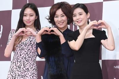 고성희-이혜영-이보영, '오늘은 다정하게 하트~'