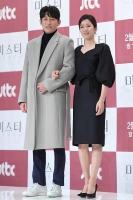 고준-전혜진, '다정한 커플 포즈~'