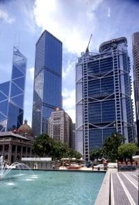 '영어+인턴+인맥' 홍콩 글로벌 금융사 들어가려면 3박자 갖춰라