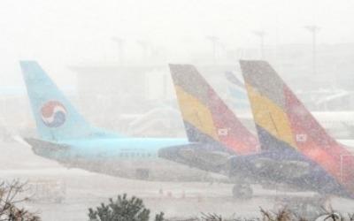 폭설에 하늘길도 대란…제주·광주·김해공항 항공편 연쇄 차질