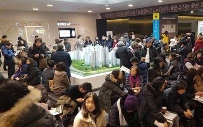 '북극 한파' 녹인 모델하우스… 새 아파트 분양 열기 후끈