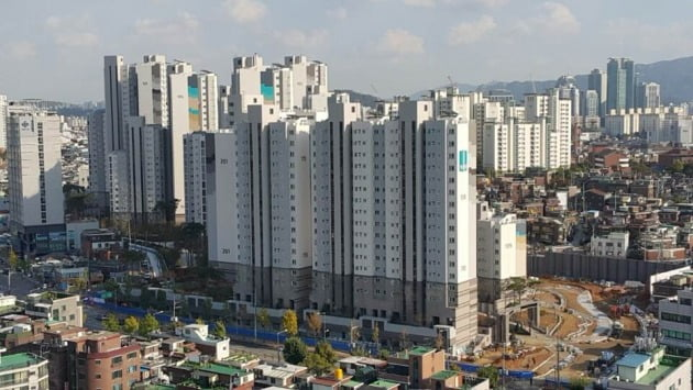 서울 신길뉴타운 신길11구역을 949가구 규모로 재개발한 '래미안프레비뉴'. 2015년 입주했다. 한경DB