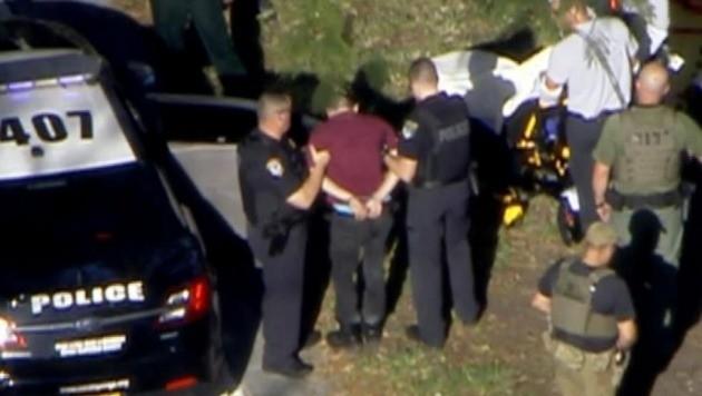 CNN 방송은 14일(현지시간) 오후 미국 플로리다 주의 한 고등학교에서 총기 난사 사건이 발생해 최소 16명이 사망했다고 보도했다.(CNN 뉴스 갈무리)
