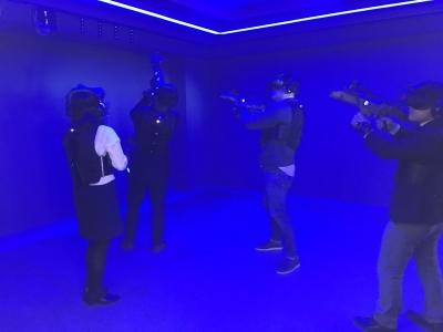 """""""제자리 VR은 그만…5G로 자유롭게 배틀 슈팅게임"""""""