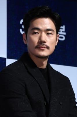 김강우, '수염이 잘 어울리는 남자'