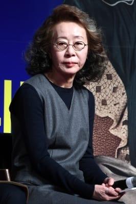 윤여정, '우아한 자태'