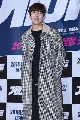 윤현민, '안경 쓰고 부드러움 뽐내며~'