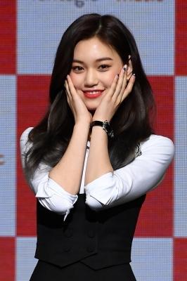 위키미키 김도연, '꽃 사세요~'