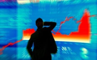 """비트코인, 1000만원 찍고 '주춤'…EU """"가상화폐 위험"""" 경고"""