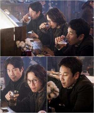 '나의 아저씨' 이선균X오달수X송새벽, 삼형제 스틸컷 공개 '케미 폭발'