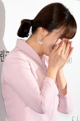 송혜교, '오랜만에 플래시 세례에 부끄러워~'