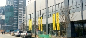 [한경매물마당] 강북구 대학가 유명 제과점 입점 빌딩 등 9건