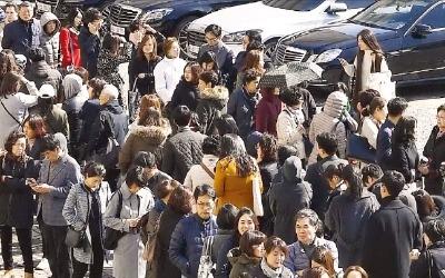 '개포 가는 길'… 모델하우스 개장 첫날 1만5000여명 몰려 '북새통'