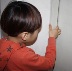 어린이 사고 잦은 엘리베이터 손끼임 방지재 관심