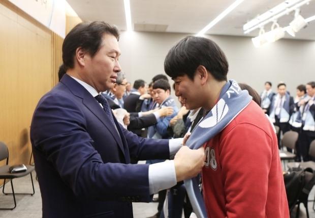"""최태원 SK 회장의 사회적 기업 실험 """"통했다"""""""