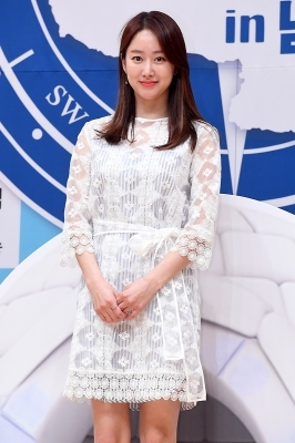 전혜빈, '순백의 원피스 입고 화사하게~'