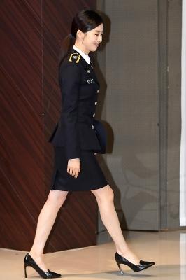 이청아, '경찰 제복 입고 걸음도 씩씩하게~'