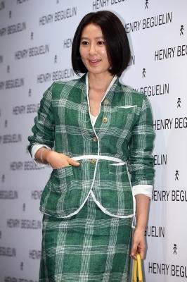 김희애, '찰떡같은 의상 소화력'