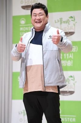 김준현, '나물 캐먹으러 갑니다~'