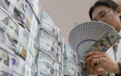 """""""달러 오르길 기다리자"""" 외화예금 3개월 만에 증가"""