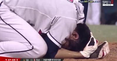 박건우 부상, 양의지 때문? 격한 세리머니에 시즌아웃 될 뻔
