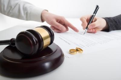 이혼변호사가 본 '불합리한 이혼' …이인철 변호사, '부부의 날' 맞아 국회 청원