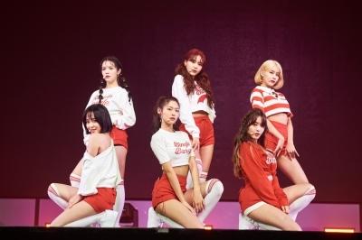 AOA 신곡 '빙글뱅글', 성공적 컴백 … 멜론 4위·벅스 1위로 첫 진입
