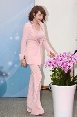 김혜수, '어마어마한 통굽 구두 신고'