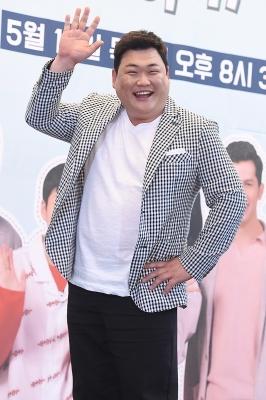 김준현, '외국인 친구들에게 반가운 인사~'