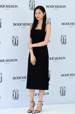 이솜, '올 블랙 시크한 의상'
