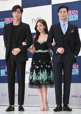 박민영, '이태환-박서준 사이에서 상큼한 미소~'