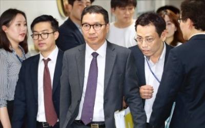 삼성바이오 첫 감리委… 한밤까지 '벼랑 끝 공방'