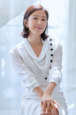 """김희애 """"평소 집에서 안주 만들어 혼술…가족과 와인도 즐겨"""""""