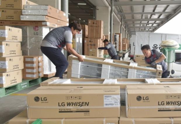 """에어컨의 계절…LG 휘센 에어컨, """"바쁘다 바빠"""""""