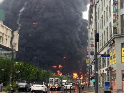 세종시 아파트 공사장서 대형 화재 발생…소방당국 진화 총력