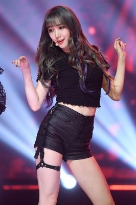 프리스틴V 로아, '눈길 사로잡는 인형 미모~'