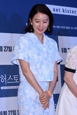 김희애, '수줍은 소녀처럼'