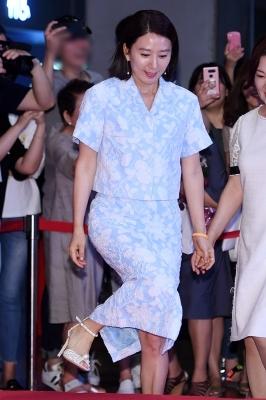 김희애, '밀착의상에 오르기 힘든 단상'