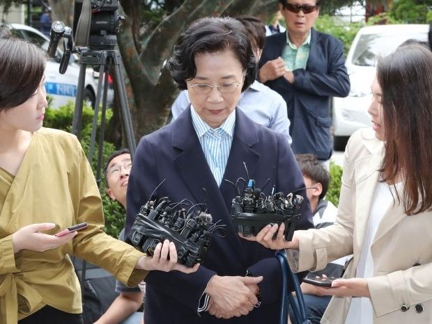 한진그룹 이명희 출입국청 출석…불법고용 의혹 부인