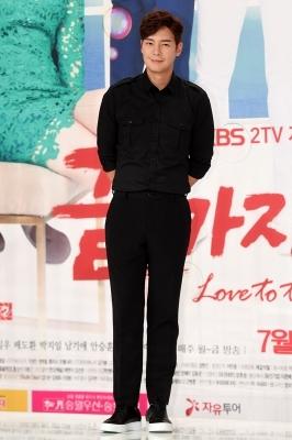 김은탁, '올 블랙 카리스마'