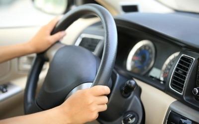휴가 때 렌터카 빌리면 운전자로 등록한 사람만 운전해야