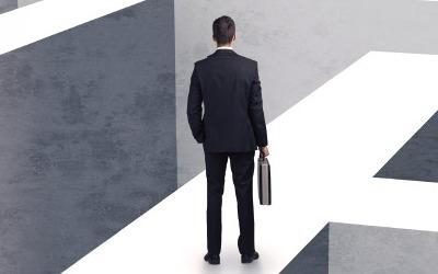 """""""현금 넉넉해도 M&A 못해""""… 고용·투자 기회 날리는 '지주사 규제'"""