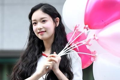 김도아, '풍선 들고 등장부터 러블리하게~' (프로듀스 48 출근길)
