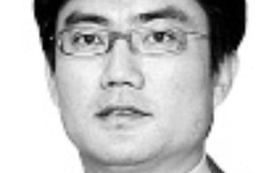 """靑 """"김동연&장하성, 빛 샐 틈 없이 소통한다""""지만…"""