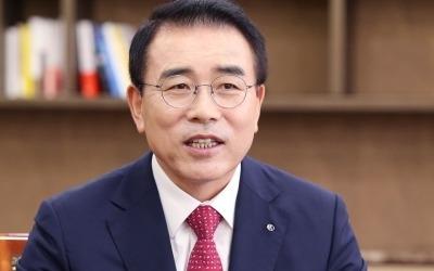 조용병과 김병주의 '뚝심 대결'… 세 번의 결렬 끝에 2.3조 빅딜 성사